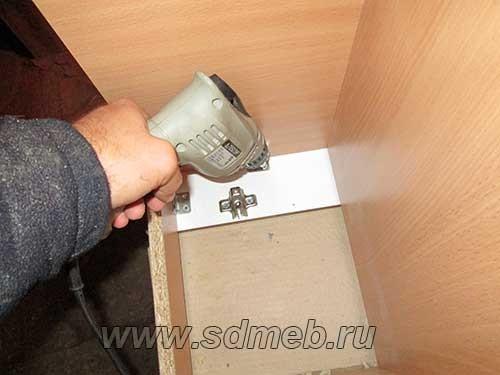 sborka-nizhnego-koroba-s-falshivym-fasadom12