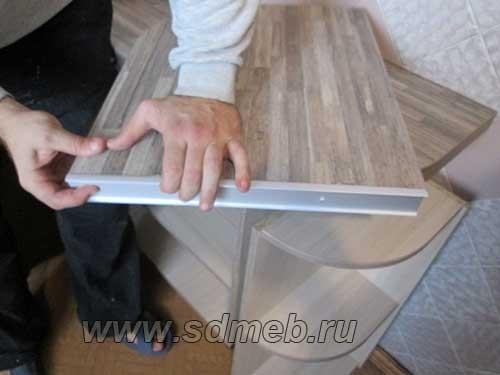 kak-sostykovat-stoleshnicy-pod-pryamym-uglom4