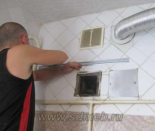 как повесить верхние кухонные шкафы