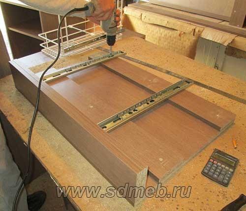 vstraivaemoe-musornoe-vedro-dlya-kuxni16